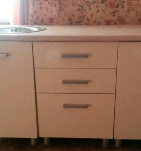 Кухонный стол с раковиной