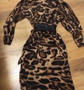 Платье с кожаным поясом