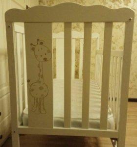 Детская кроватка Micuna с матрасиком.
