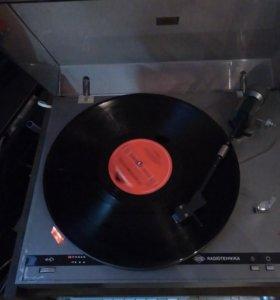 Проигрыватель виниловых дисков радиотехника Ария