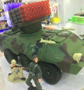 Радиоуправляемый военный бронетранспортер