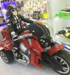 Радиоуправляемый красный мотоцикл
