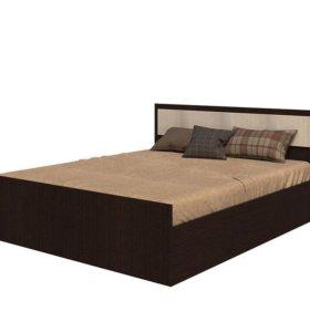 кровать двухспальная деревянная с матрацем