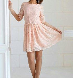 Мягкое кружевное платье