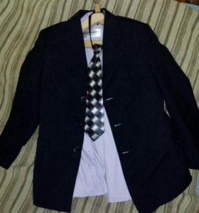 Пиджак,брюки,жилеты,рубашки.
