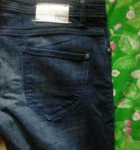 Продам джинсы adidasNEO.женские.