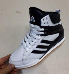 Кроссовки женские Adidas зима
