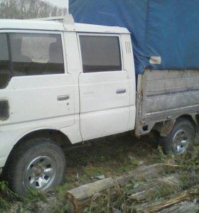 Грузовичок Nissan