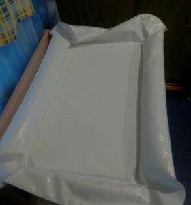 Матрас надувной в пеленальный стол.