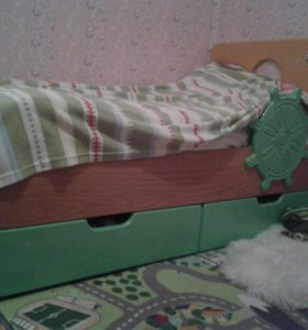 Кровать с тумбой и матрасом