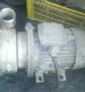 Двигатель+помпа водяная