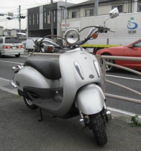 Скутер Honda joker