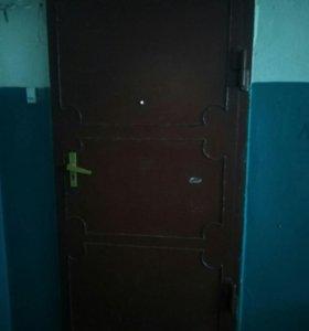 Дверь входная метал.