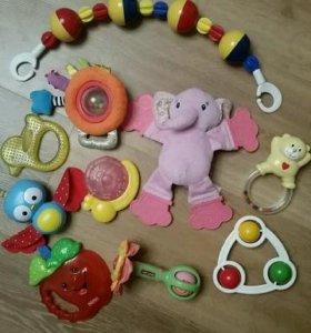 пакет фирменных развивающих игрушек!