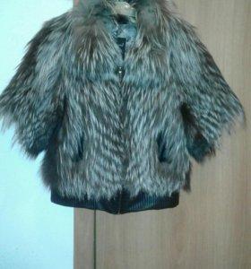 Куртка-жилетка с мехом чернобурки.
