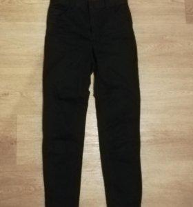 Штаны-джинсы на высокой талии