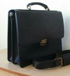 Деловой портфель из натуральной кожи.
