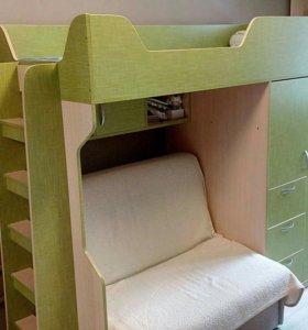 Кровать чердак с матрацом и встроенным шкафом и