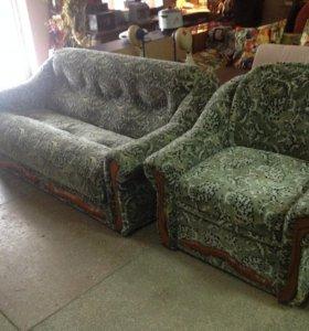 Комплект мягкой мебели (диван и два кресла)