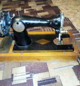 Машинка швейная,ручная