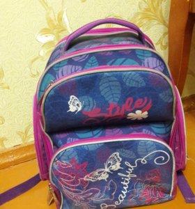 Школьный портфель.