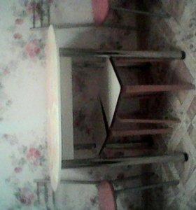 обеденный стол и два стула