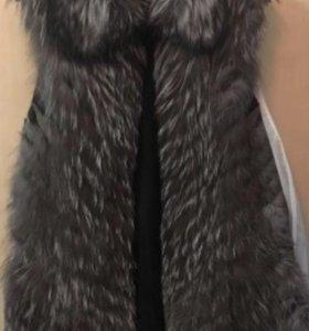 Жилет из чернобурой лисы