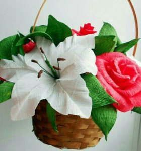 Корзинка с лилиями и розами