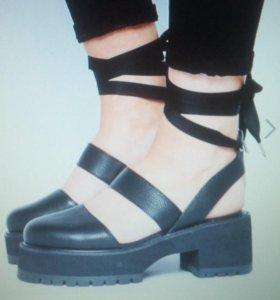 Стильная обувь.с завязками по голени