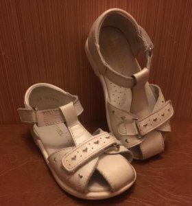 Продам сандали Юничел из натуральной кожи