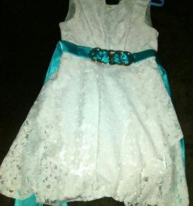 Продам не много бу вещи два платья,и кофту.