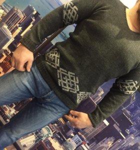 Вязанный свитер с оберегом