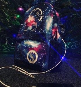 Рюкзак с зарядкой usb , светящийся , космос