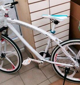 Велосипед БМВ, новый, белый. на дисках.