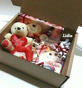 Подарок из конфет в коробке с мишкой❤