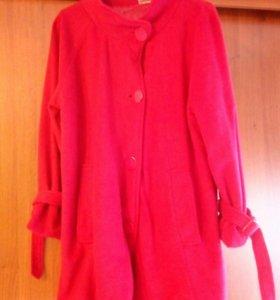 Пальто женское демисезонное. Размер 52.