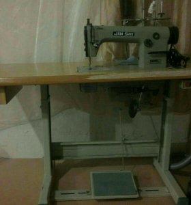 Промышленная швейная машинка.
