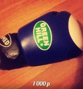 Шлем или перчатки для борьбы.