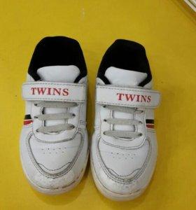 Кроссовки 26 р-р Twins