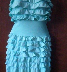Платье с воланами, белое
