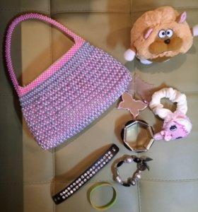Детская сумочка с подарками браслеты, игрушка и тп