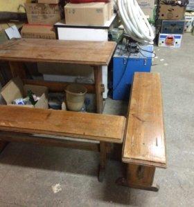 Деревянный стол с скамейками