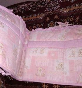 Бортик в детскую кроватку, балдахин, простынь.