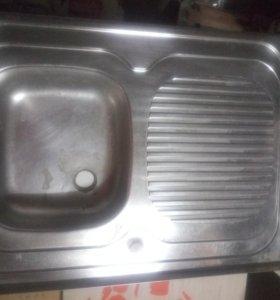 Раковина накладная металлическая на кухню с крылом