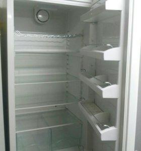Продается б/у холодильник LIEBHERR
