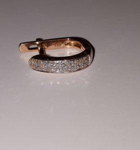 Серьга золотая с бриллиантами
