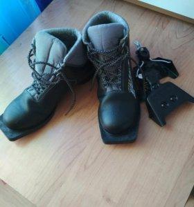 Ботинки лыжные р.39 и крепления к ним