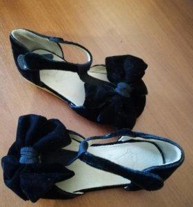 Нарядные бархатные туфельки для девочки
