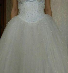 Свадебное платье и к нему аксессуары