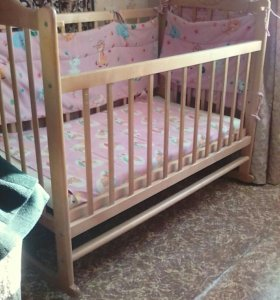 Детская кроватка- качалка